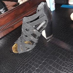 Dkny size 8 1/2 black shoes